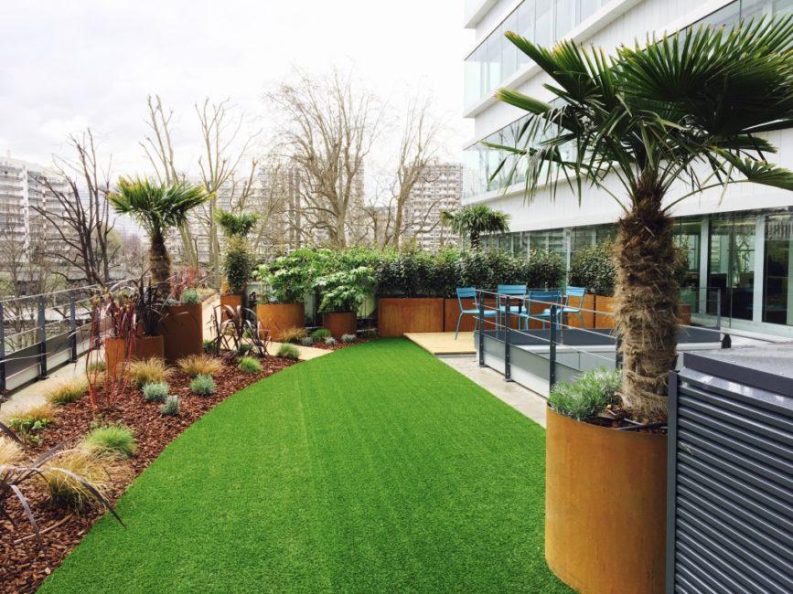 Terrasse en bac couleur rouille à Paris